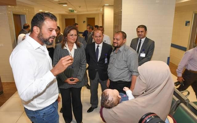 وزيرة التخطيط هالة السعيد تتفقد مستشفى الناس الخيري بالقليوبية
