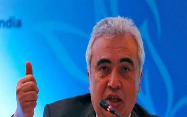وكالة الطاقة تتوقع فائضاً في سوق النفط بنحو مليون برميل