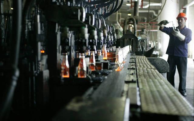 خط إنتاج بشركة زجاج مجان