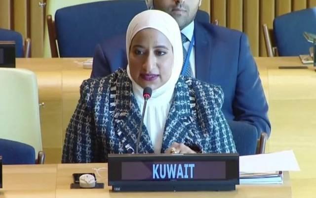 الملحق الدبلوماسي رحاب الفرحان تلقي كلمة الكويت خلال اللجنة