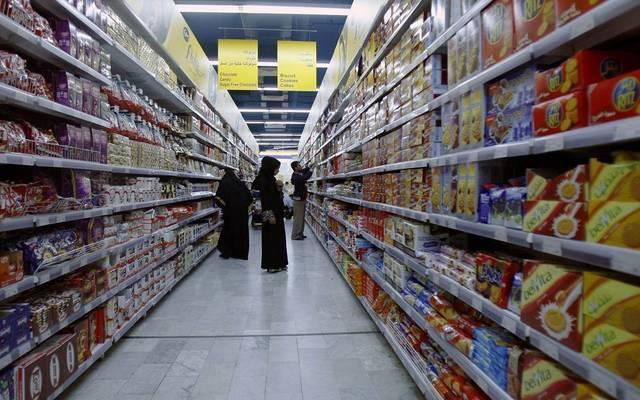 أحد محال بيع المواد الغذائية بالإمارات، الصورة أرشيفية