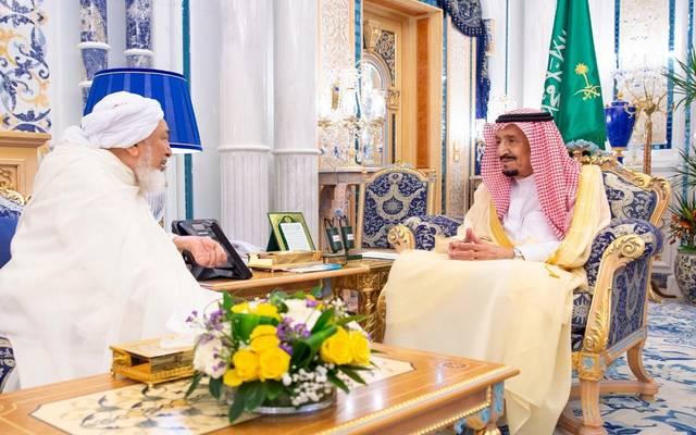 الملك سلمان يستقبل رئيس مجلس الإمارات للإفتاء الشرعي