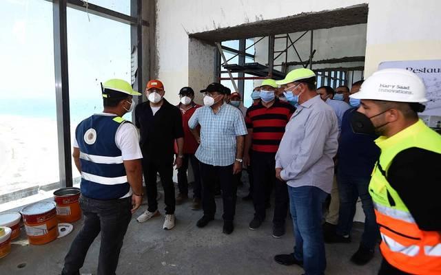 جانب من زيارة رئيس الحكومة ووزير الإسكان لمدنية العلمين الجديدة