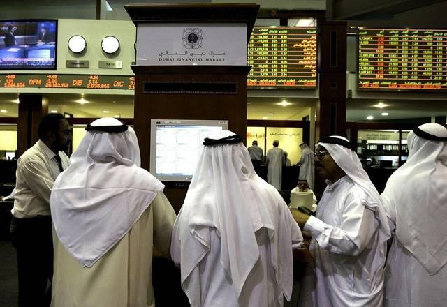 متعاملون داخل مقر بورصة دبي