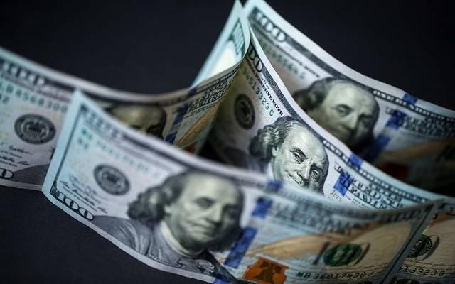 محدث.. الدولار الأمريكي يتحول للارتفاع عالمياً مع التطورات التجارية
