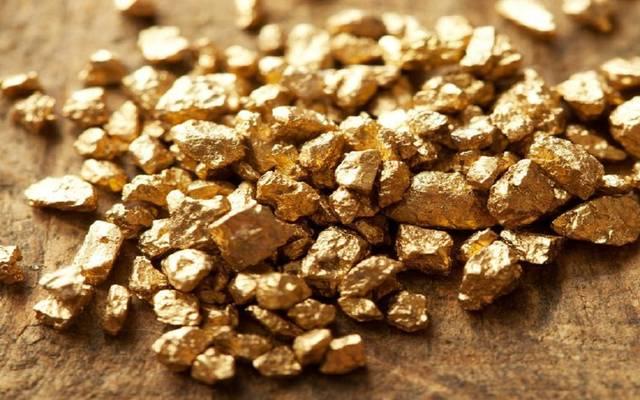 محدث.. أسعار الذهب تصعد عند التسوية مع انخفاض الدولار