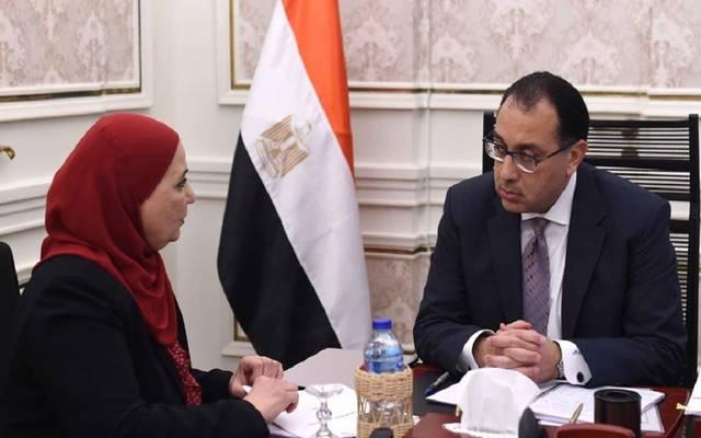 رئيس الوزراء خلال لقاء سابق مع وزيرة التضامن