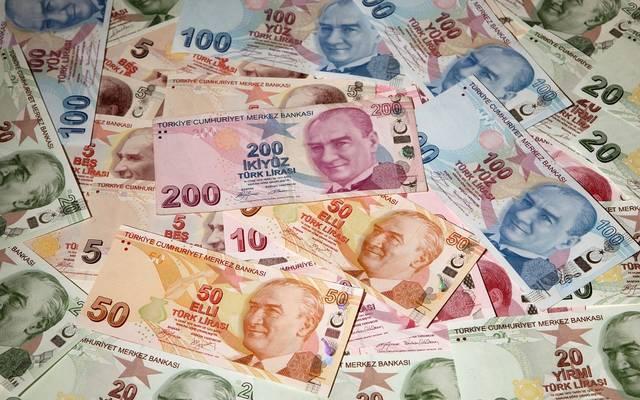 تهاوي الأسهم والليرة في تركيا عقب تعليق التأشيرات مع واشنطن