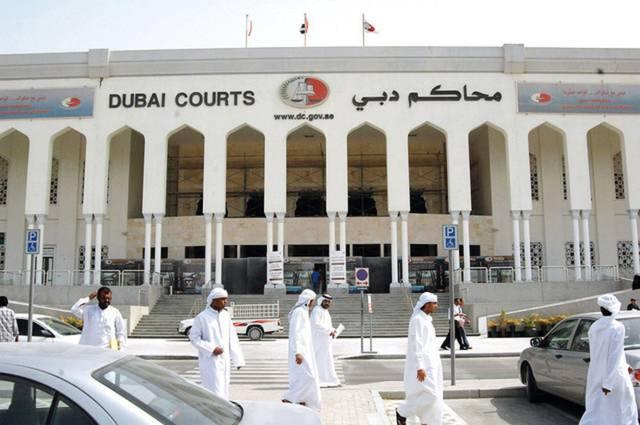 قضت المحكمة بمعاقبة الموظفين والوسيط بالسجن لمدة 3 سنوات وتغريم كل منهم 150 ألف درهم