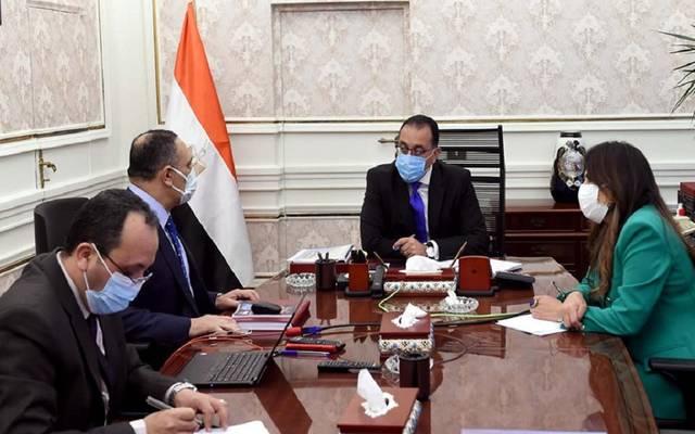 رئيس الوزراء يتابع ملفات عمل المركز الوطني لتخطيط استخدامات أراضي الدولة