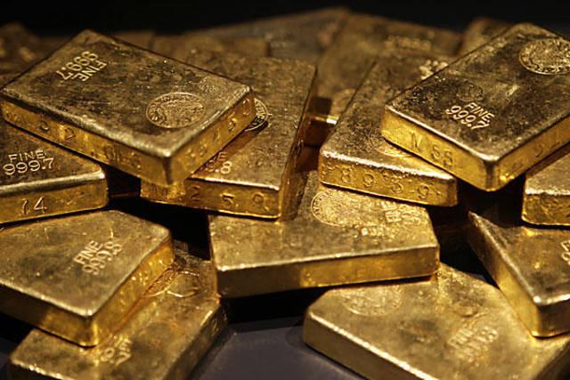 Gold falls on firmer dollar amid caution on US-Sino talks