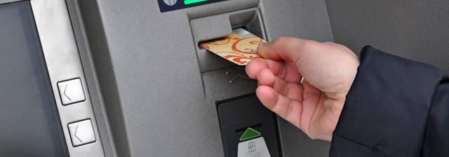 إيقاف بطاقات الصراف الآلي بسبب عدم تحديث البيانات