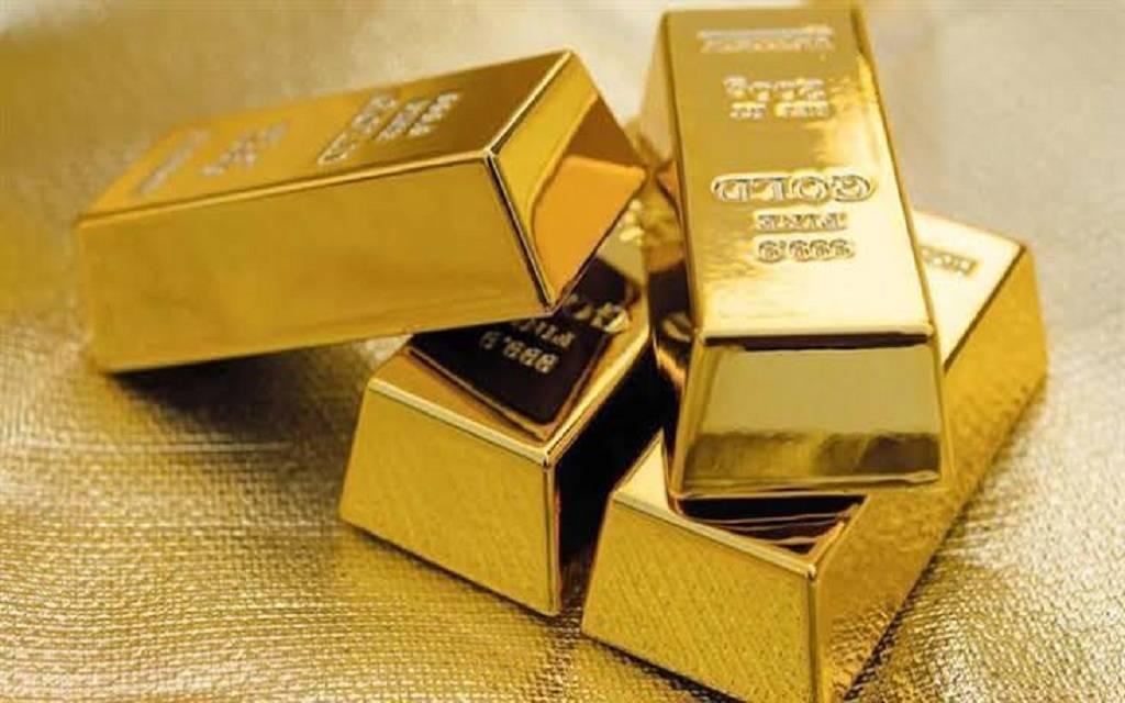 محدث.. أسعار الذهب تهبط عند التسوية مع ارتفاع الدولار