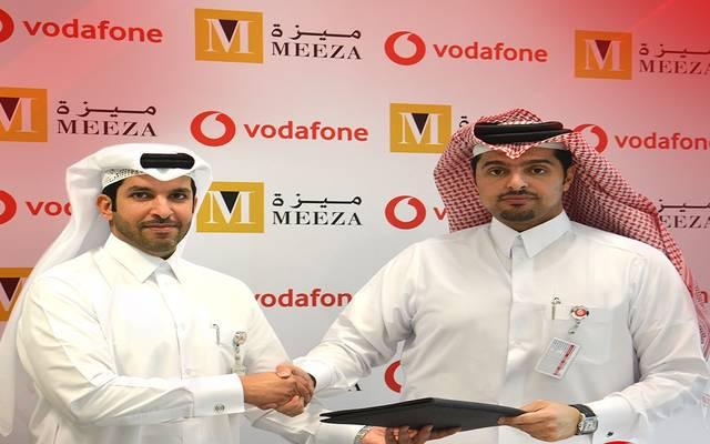 جانب من توقيع الاتفاقية بين فودافون قطر وميزة