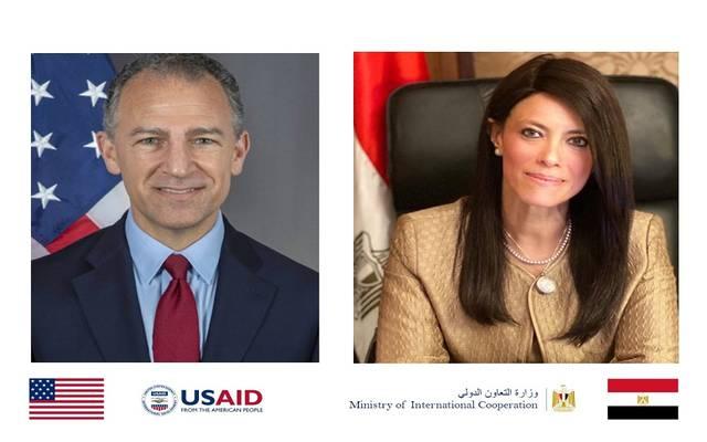 رانيا المشّاط وزيرة التعاون الدولي، وجوناثان كوهين السفير الأمريكي بالقاهرة
