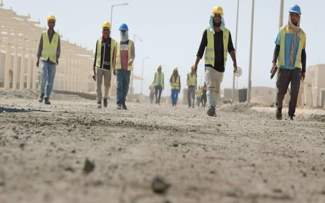 عمالة داخل المشروع السياحي بالسعودية الذي تطوره شركة البحر الأحمر للتطوير