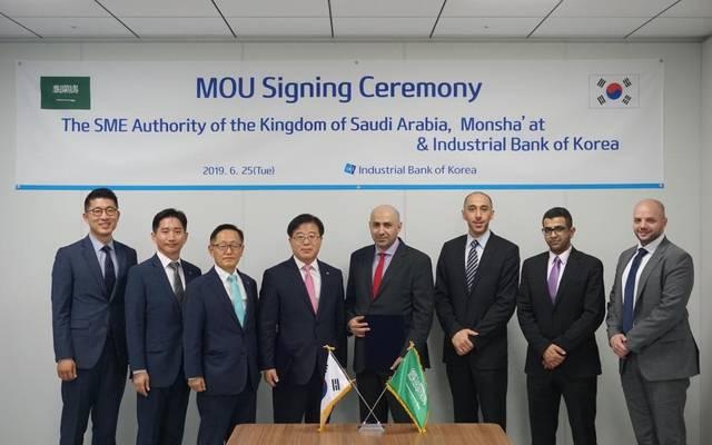 جانب من توقيع منشآت مذكرة تفاهم مع البنك الصناعي الكوري