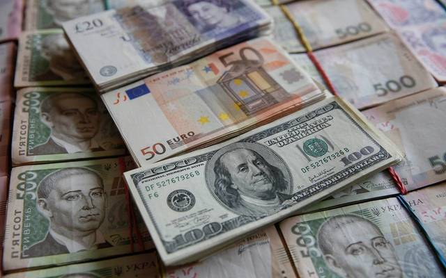 الدولار يرتفع مع ترقب تطور الخلافات التجارية