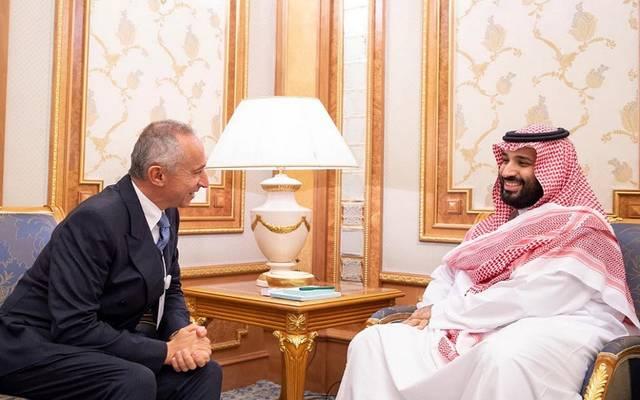 2c5fa80ec ولي العهد السعودي يلتقي رئيسي شركتي
