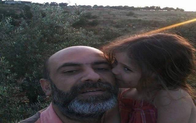 تقرير: لبناني يحرق نفسه بسبب مصروفات ابنته.. والمدرسة ترد