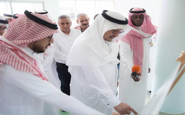 وزير التعليم السعودي حمد بن محمد آل الشيخ خلال جولة تفقدية للمشاريع التعليمية بالمدينة