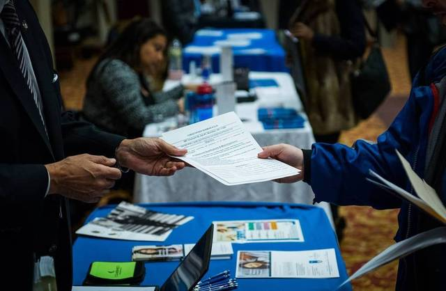 US jobless claims drop 1,000 in December's 3rd week
