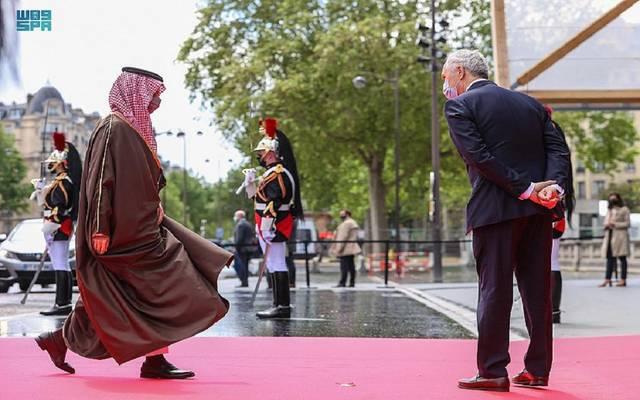 الأمير فيصل بن فرحان خلال توجهه للمشاركة في مؤتمر دعم السودان بباريس