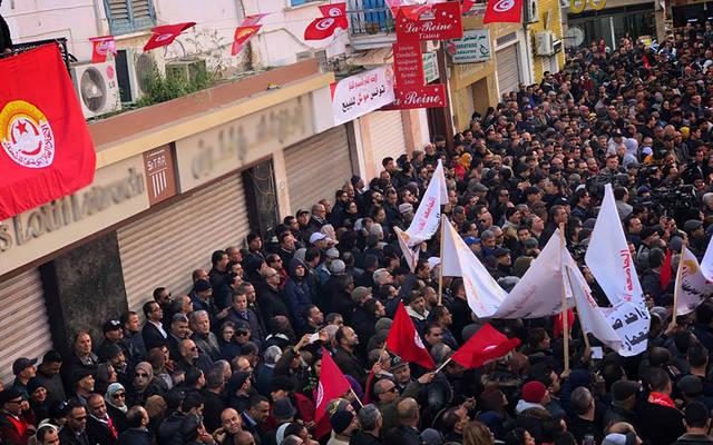 بالفيديو.. أعوان الوظيفة العمومية والقطاع العام التونسي يدخلون إضراباً عاماً