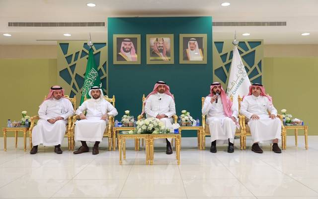 وزير العمل السعودي أحمد الراجحي خلال لقاء مع رجال الأعمال في غرفة حائل