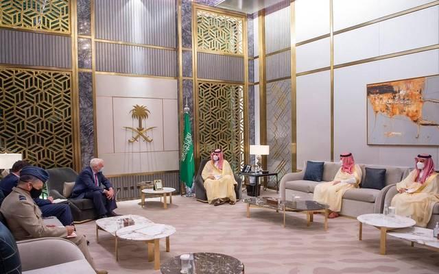 ولي العهد السعودي، الأمير محمد بن سلمان، خلال استقباله المبعوث الخاص لرئيس الوزراء البريطاني لمنطقة الخليج