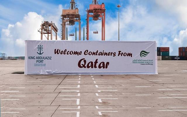 ميناء الملك عبدالعزيز بالسعودية يرحب الحاويات القادمة من دولة قطر