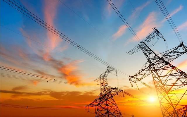أبراج كهرباء تابعة لشركة البابطين للطاقة والاتصالات