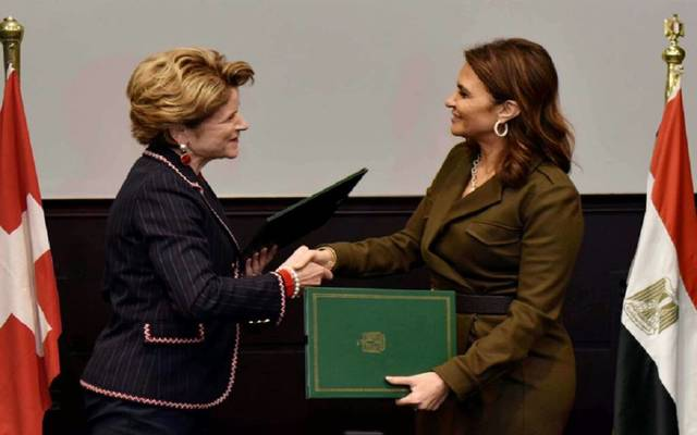 Egypt's minister international cooperation Sahar Nasr signs the deal with her Swiss counterpart