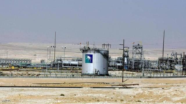 الإمارات تدين الاعتداء على حقل النفط السعودي