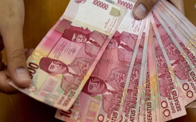 عملة إندونيسيا تتراجع لأدنى مستوى منذ أزمة 1998