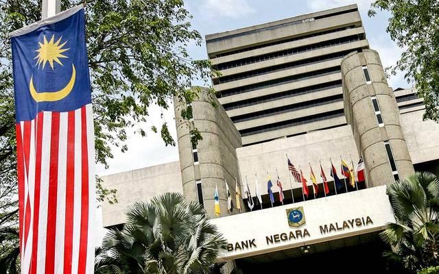 ماليزيا تخفض معدل الفائدة بشكل مفاجئ مع عدم اليقين الاقتصادي