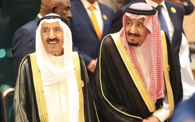 أمير الكويت يتسلم دعوة خادم الحرمين الشريفين لحضور القمة الخليجية