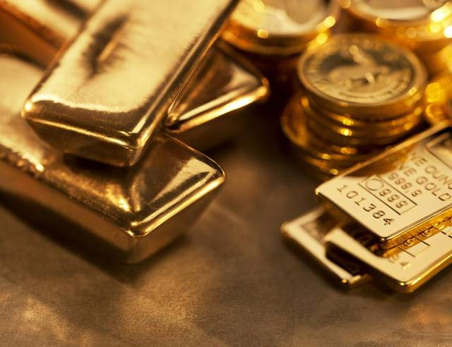 Gold advances on Fed rate cut expectations, trade jitters