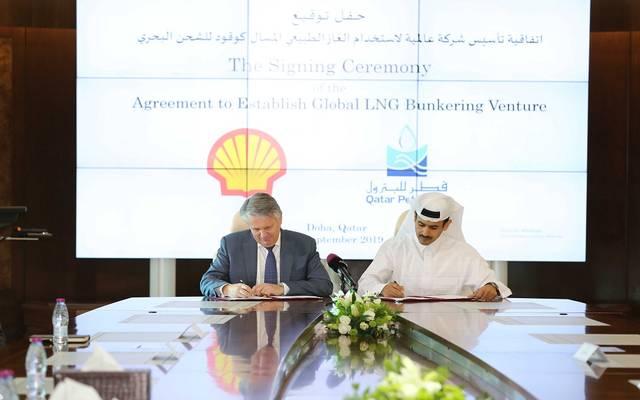 خلال توقيع الاتفاقية بين قطر للبترول وشركة رويال داتش شل
