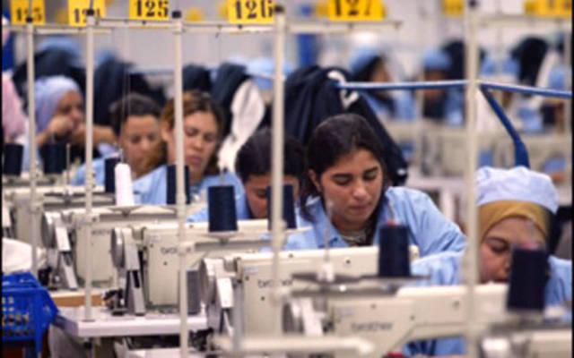 عاملات بأحد مصانع الملابس الجاهزة في المغرب