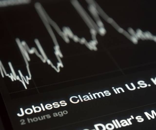 US weekly jobless claims fall 4,000 in late November