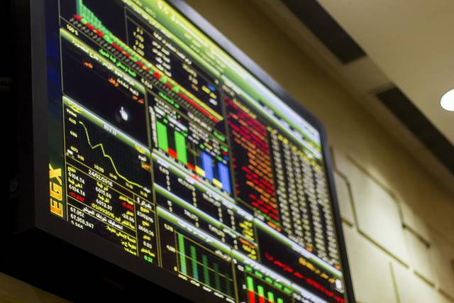 شاشة لمتابعة أسعار الأسهم