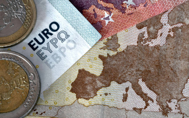 Euro hits new 2019 low; dollar rallies on risk appetite