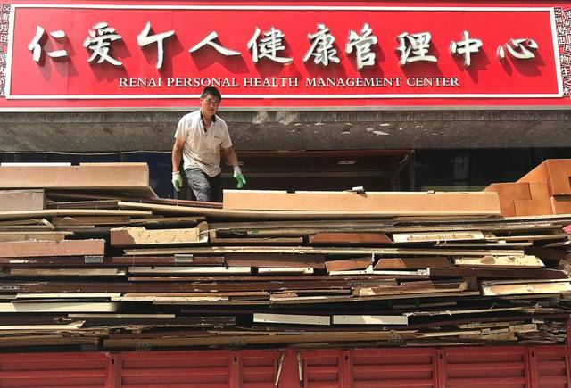 Chinese exports fall in June as US tariffs kick in