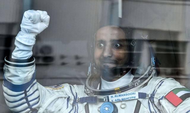 كيف يقضي أول رائد إماراتي يومه بالفضاء؟