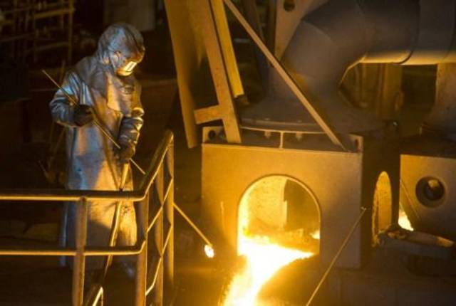 Eurozone industrial output extends fall in April