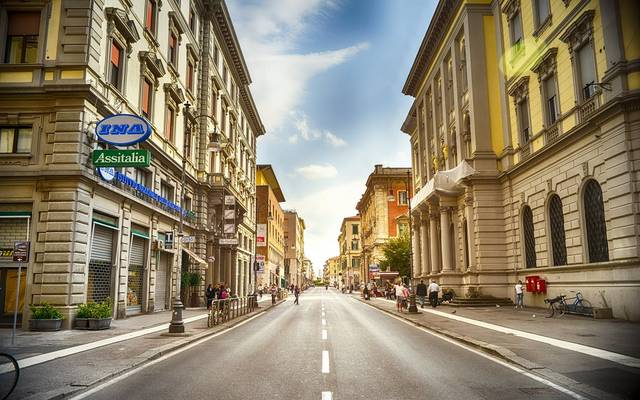 تراجع الأسهم والسندات الإيطالية مع تصاعد المخاوف السياسية