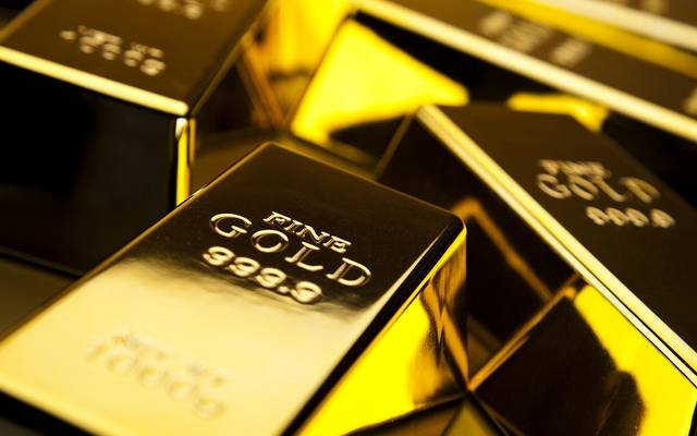 الذهب يرتفع عند التسوية لكنه دون 1300 دولار
