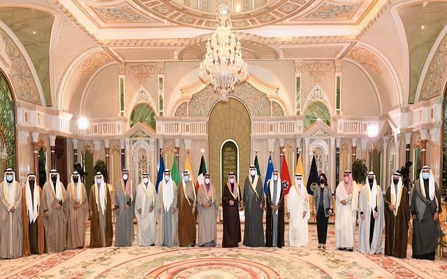 أمير الكويت في صورة تذكارية مع أعضاء الحكومة الجديدة