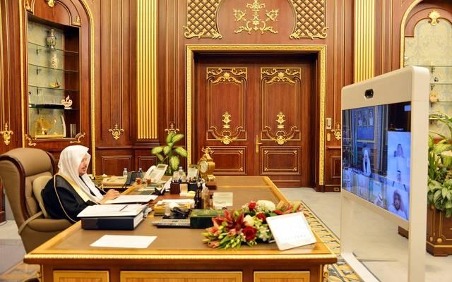 رئيس مجلس الشورى السعودي عبدالله آل الشيخ خلال عقد الجلسة عبر الاتصال المرئي